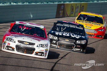 Kevin Harvick, Richard Childress Racing Chevrolet and Kurt Busch, Furniture Row Racing Chevrolet