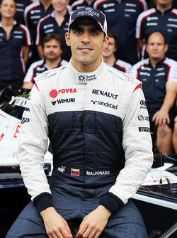 Pastor Maldonado, Williams in a team photograph