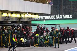 Giedo van der Garde, Caterham F1 Team pit stop