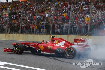 Felipe Massa, Ferrari F138 celebrates at the end of the race with donuts