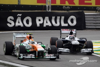 Adrian Sutil, Sahara Force India F1 Team VJM06 and Valtteri Bottas, Williams FW35 battle out of the pits