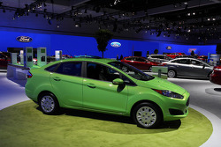 2014  GREEN FORD FOCUS