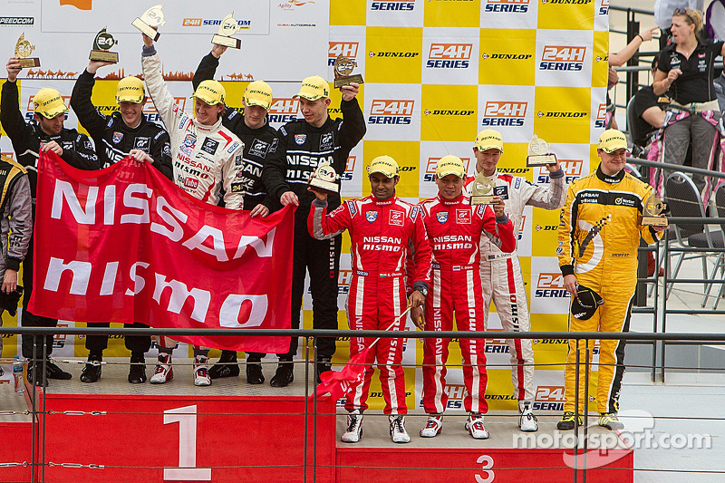 Lucas Ordonez, Ashley Oldfield, Tor Graves, James Moffat, Karun Chandhok on the podium