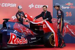 Daniil Kvyat, Scuderia Toro Rosso, and teammate Jean-Eric Vergne, Scuderia Toro Rosso, unveil the new Scuderia Toro Rosso STR9