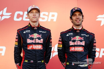 (L to R): Daniil Kvyat, Scuderia Toro Rosso with team mate Jean-Eric Vergne, Scuderia Toro Rosso at theunveiling of the Scuderia Toro Rosso STR9