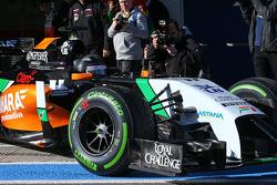 Sergio Perez, Sahara Force India F1 VJM07 leaves the pits
