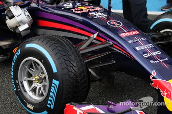 Red Bull Racing RB10 front suspension