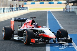 Max Chilton, Marussia F1 Team MR03 completes first lap