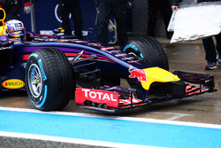 Daniel Ricciardo, Red Bull Racing RB10 front wing and nosecone detail