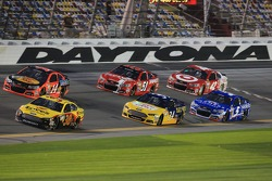 Pack racing at Daytona