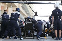 Valtteri Bottas, Williams FW36 practices a pit stop