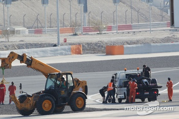 The Lotus F1 E22 of Pastor Maldonado, Lotus F1 Team is recovered back to the pits on the back of a truck