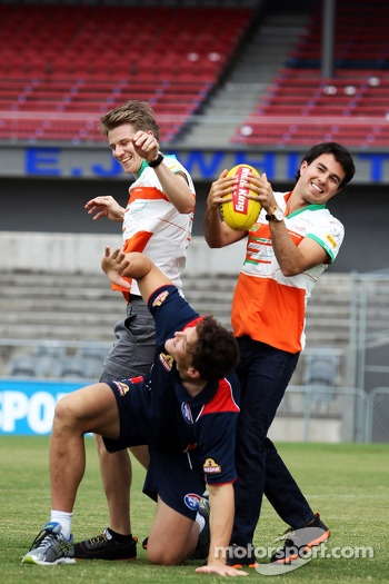 Nico Hulkenberg, Sahara Force India F1, and team mate Sergio Perez, Sahara Force India F1 try out their Aussie Rules skills with Will Minson, Western Bulldogs Australian Rules Footballer at Whitten Oval