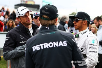 (L to R): Jenson Button, McLaren with Nico Rosberg, Mercedes AMG F1 and Lewis Hamilton, Mercedes AMG F1 on the drivers parade