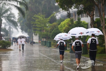 Valtteri Bottas, Williams in a wet and rainy paddock