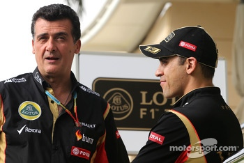 Federico Gastaldi, Team Manager, Lotus F1 Team and Pastor Maldonado, Lotus F1 Team