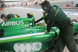 Marcus Ericsson, has his Caterham CT05 cooled as he is pushed back in the pits