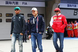 Lewis Hamilton, Mercedes AMG F1 with Valtteri Bottas, Williams and Fernando Alonso, Ferrari on the drivers parade.