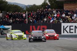 Norbert Michelisz, Honda Civic WTCC, Zengo Motorsport  and Robert Huff, LADA Granta 1.6T, LADA Sport Lukoil
