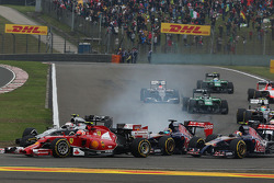 Kevin Magnussen, McLaren MP4-29 locks up under braking at the start of the race