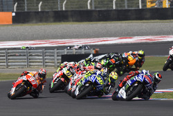 Start: Jorge Lorenzo, Yamaha Factory Racing  leads