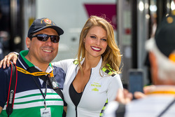 Paddock beauty with fan