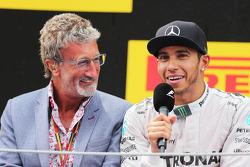 Podium: Eddie Jordan with race winner Lewis Hamilton