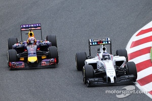 (L to R): Daniel Ricciardo, Red Bull Racing RB10 and Valtteri Bottas, Williams FW36 battle for position