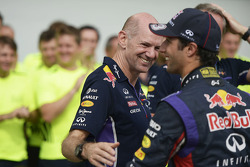 Race winner Daniel Ricciardo, Red Bull Racing celebrates with Adrian Newey, Red Bull Racing Chief Technical Officer