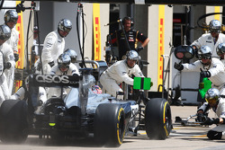 Jenson Button, McLaren MP4-29 makes a pit stop