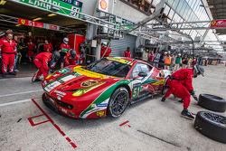 Pit stop for #51 AF Corse Ferrari 458 Italia: Gianmaria Bruni, Toni Vilander, Giancarlo Fisichella