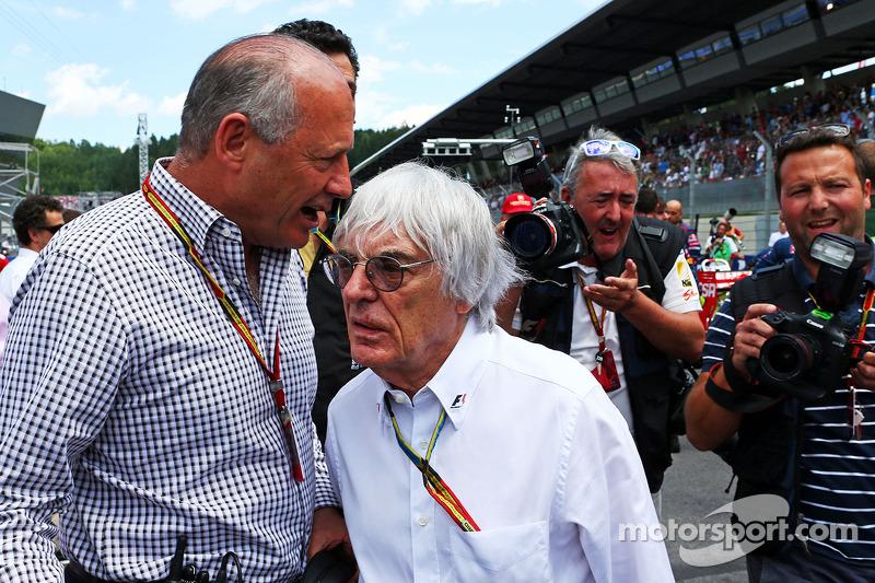 Ron Dennis, McLaren-Geschäftsführer mit Bernie Ecclestone