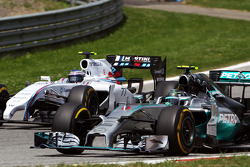 Nico Rosberg, Mercedes AMG F1 W05 and Valtteri Bottas, Williams FW36 battle for position