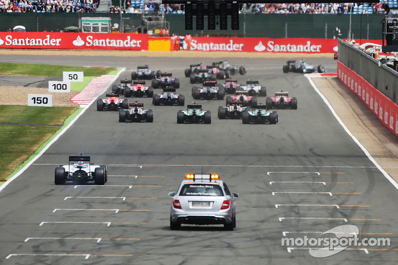 Nico Rosberg, Mercedes AMG F1 W05 leads at the start of the race as Felipe Massa, Williams FW36 makes a slow getaway
