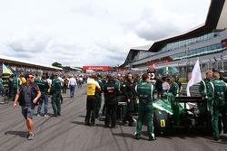 F1: Kamui Kobayashi, Caterham CT05 on the grid
