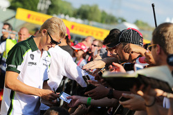 F1: Marcus Ericsson, Caterham signs autographs for the fans