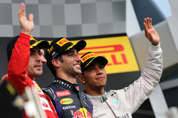 F1: Fernando Alonso, Scuderia Ferrari, Daniel Ricciardo, Red Bull Racing and Lewis Hamilton, Mercedes AMG F1 Team