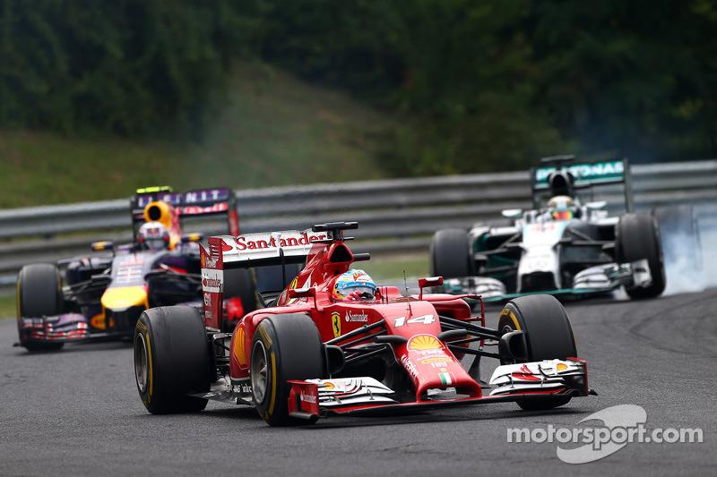 Fernando Alonso, Ferrari F14-T leads Daniel Ricciardo, Red Bull Racing RB10 and Lewis Hamilton, Mercedes AMG F1