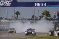 #67 Hyundai / Rhys Millen Racing Hyundai Veloster: Rhys Millen takes the checkered flag to win the final race