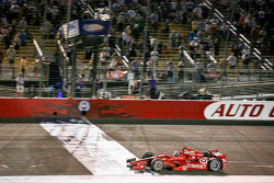 Tony Kanaan, Target Chip Ganassi Racing Chevrolet takes the win