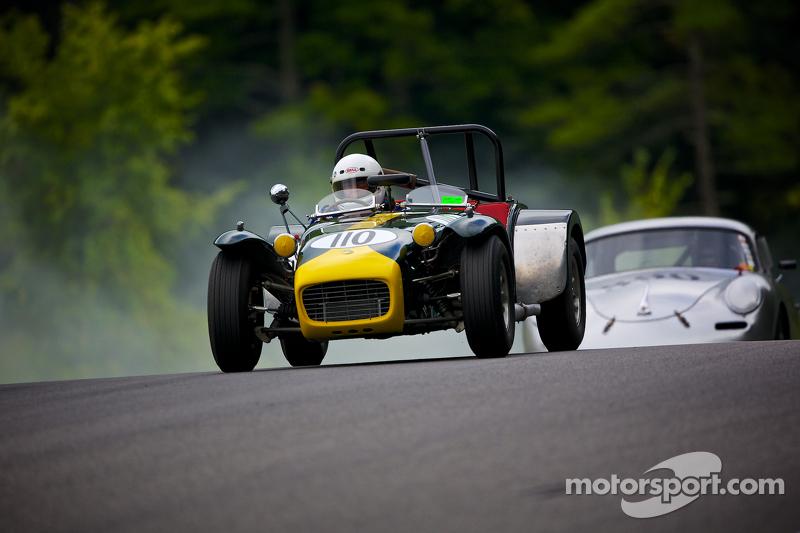 http://cdn-4.motorsport.com/static/img/mgl/1700000/1750000/1759000/1759200/1759224/s8/vintage-historic-festival-32-2014-1962-lotus-super-7.jpg
