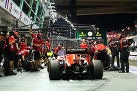 Jules Bianchi, Marussia F1 Team MR03 practices a pit stop