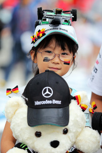 A young Nico Rosberg, Mercedes AMG F1 fan