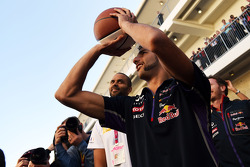 Daniel Ricciardo, Red Bull Racing, practices his basketball skills with Tony Parker, NBA Basketball Player