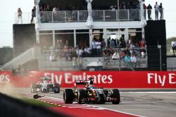 Romain Grosjean, Lotus F1 E22 runs wide