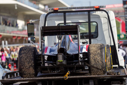 The Sauber C33 of race retiree Adrian Sutil, Sauber is recovered back to the pits on the back of a truck