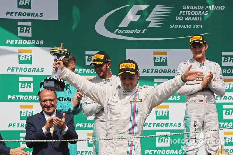威廉姆斯车队车手菲利普·马萨在领奖台庆祝第三名