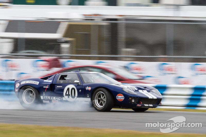 http://cdn-4.motorsport.com/static/img/mgl/1700000/1780000/1789000/1789300/1789314/s8/vintage-the-classic-24-at-daytona-2014-1965-ford-gt40.jpg
