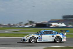 #18 Muehlner Motorsports America Porsche 911 GT America: Marc Basseng, Matteo Beretta, Darryl O'Young, Connor de Phillippi