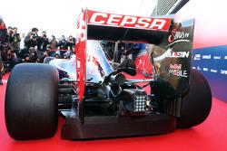 Scuderia Toro Rosso STR10 achtervleugel en uitlaat detail